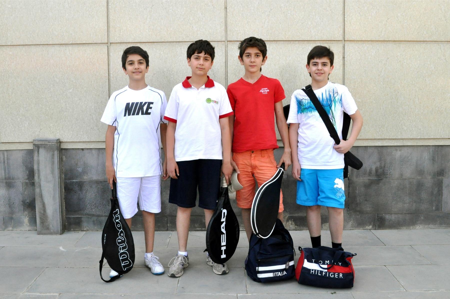 Юные теннисисты